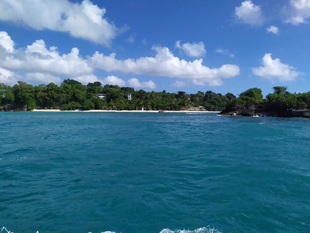 пляж бакарди издалек