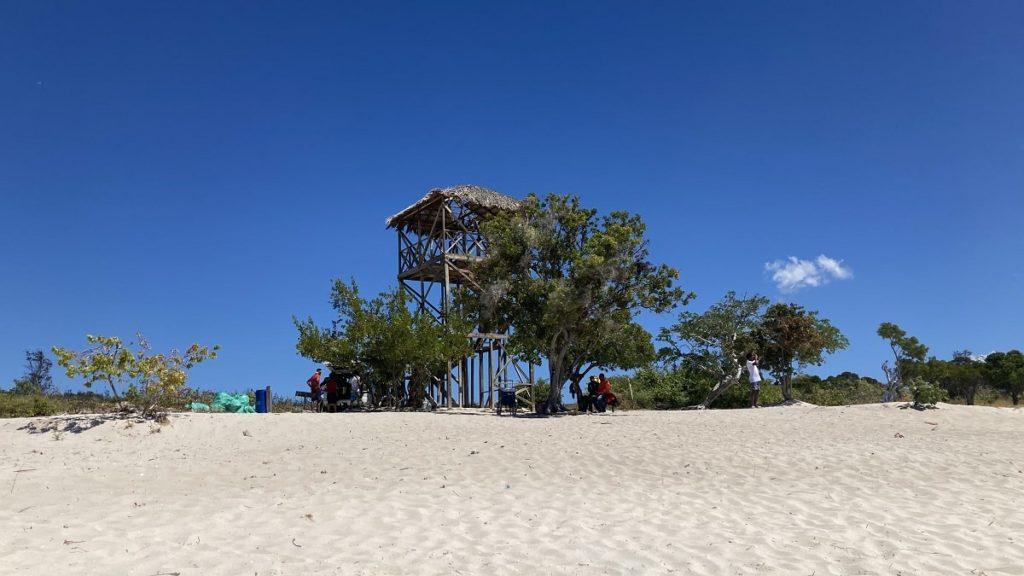 Смотровая вышка на пляже Бахиа де лас агуилас