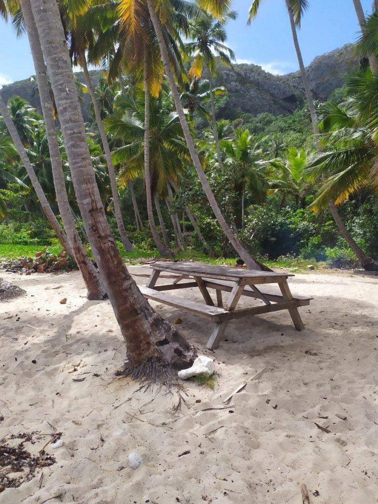 зона отдыха на пляже фронтон