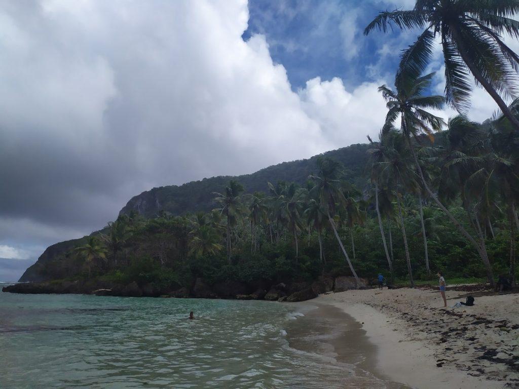 пляж мадама в сезон дождей
