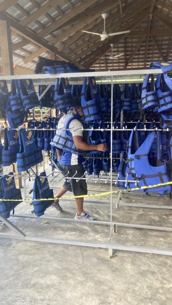 спас жилеты на водопадах доминиканы