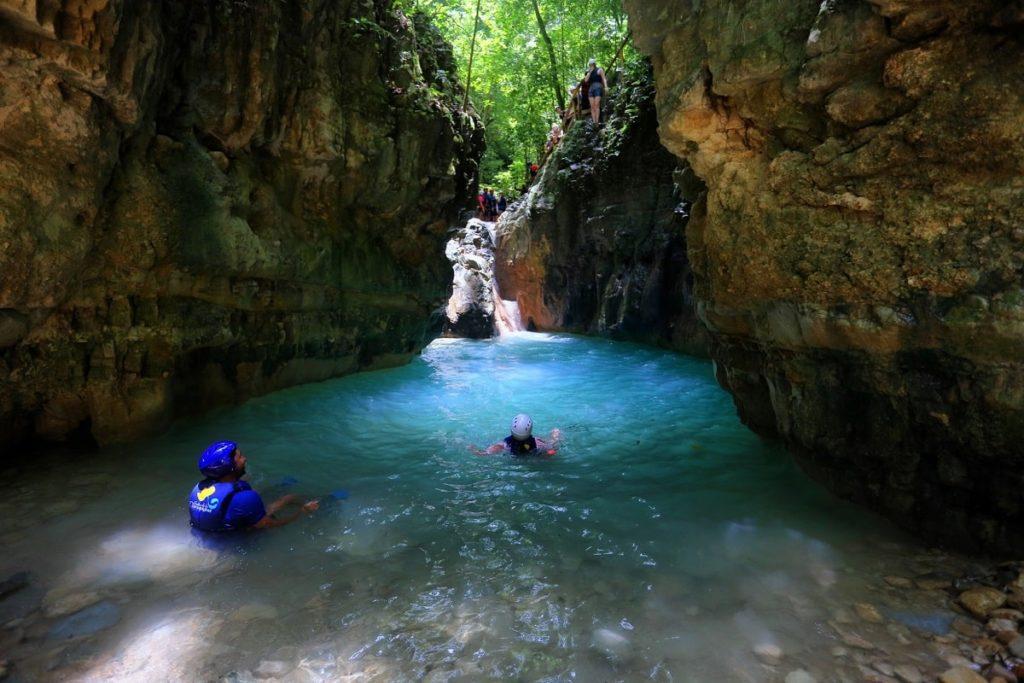 27 водопадов Дамахагуа