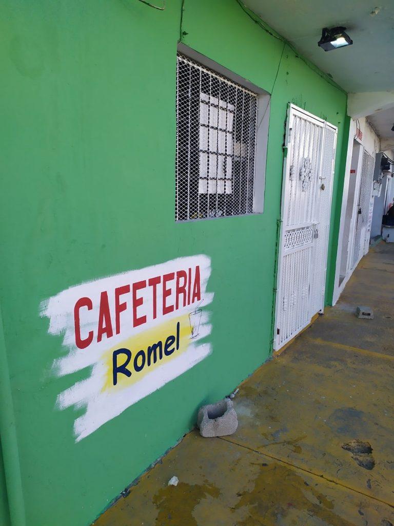 Кафетерия с местной доминиканской едой