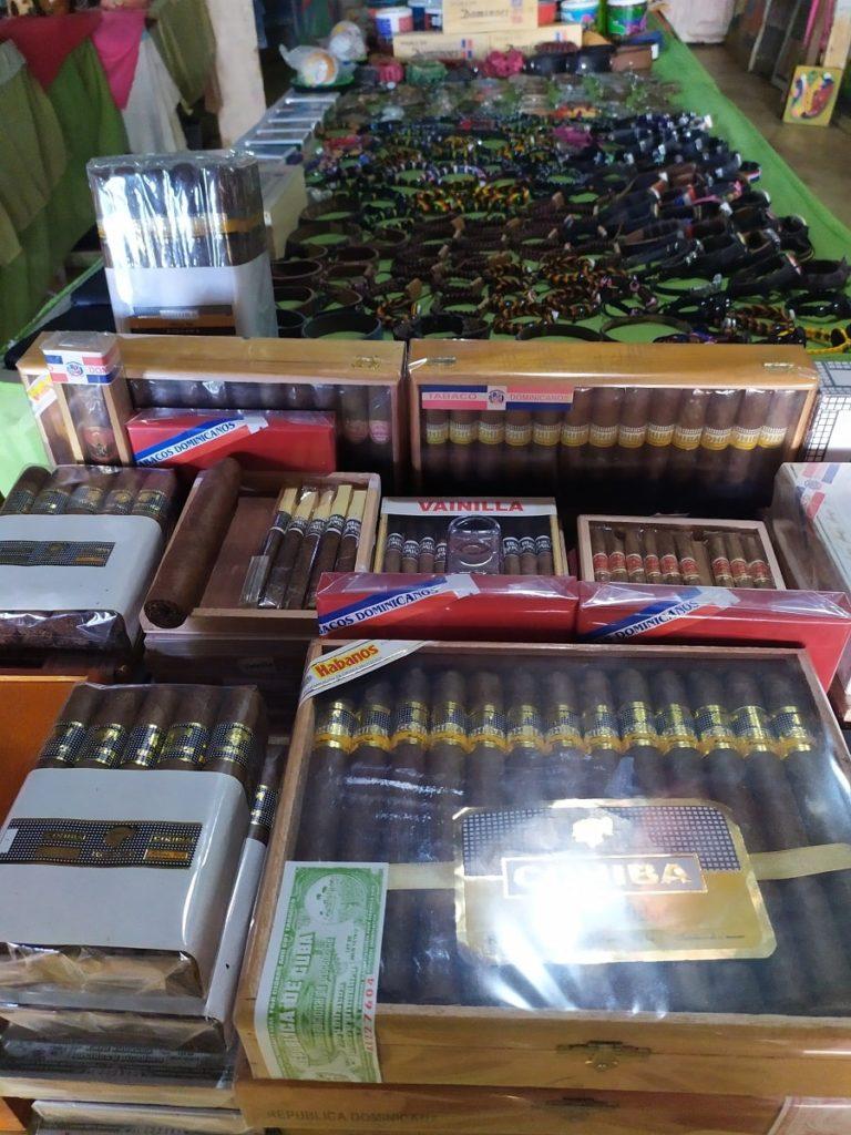 Сигары в сувенирной лавке