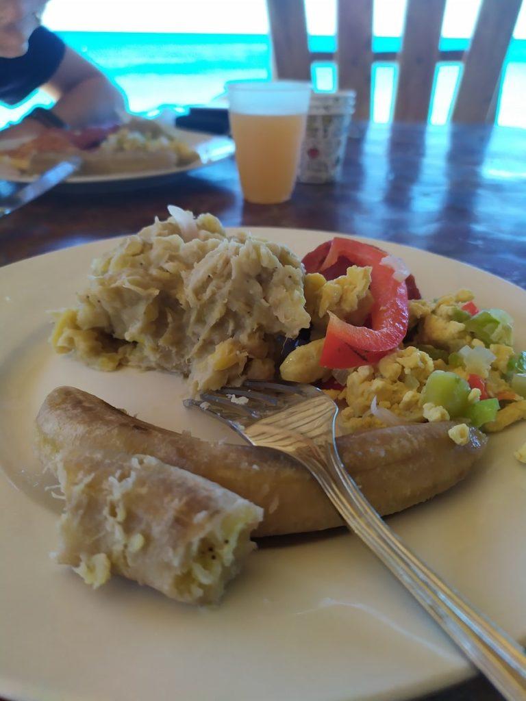 еда в кафетерии доминиканы