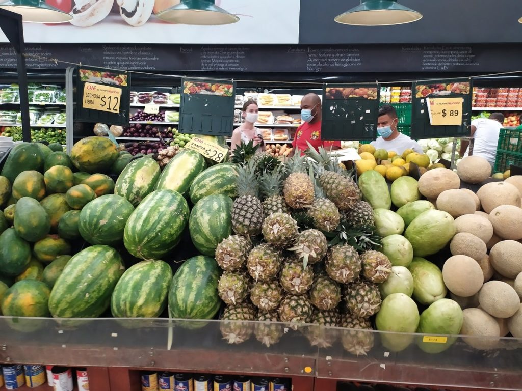фрукты Доминиканы в магазине