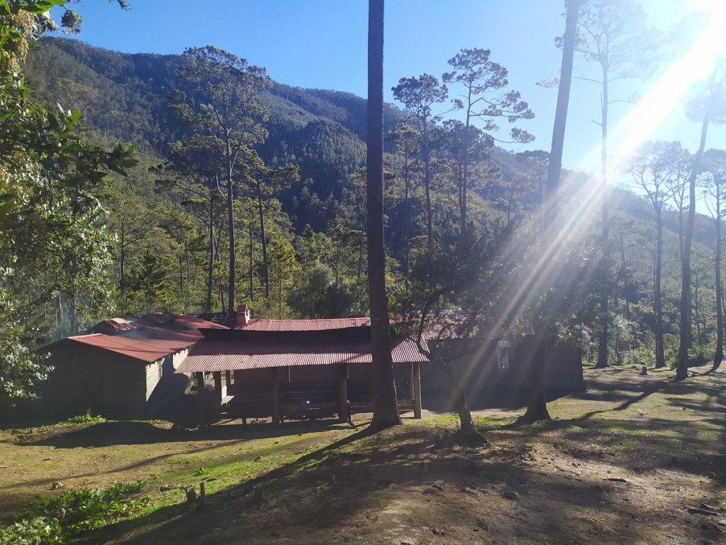Вид на La Comparticion базовый лагерь