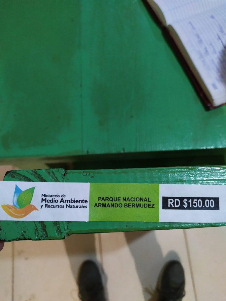 Билет и журнал в парк Армандо Бермудез