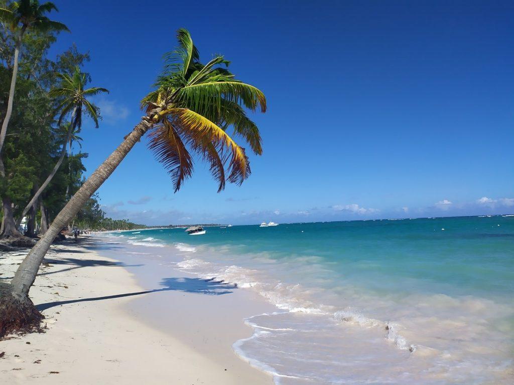 Занзибар или Доминикана цвет океана