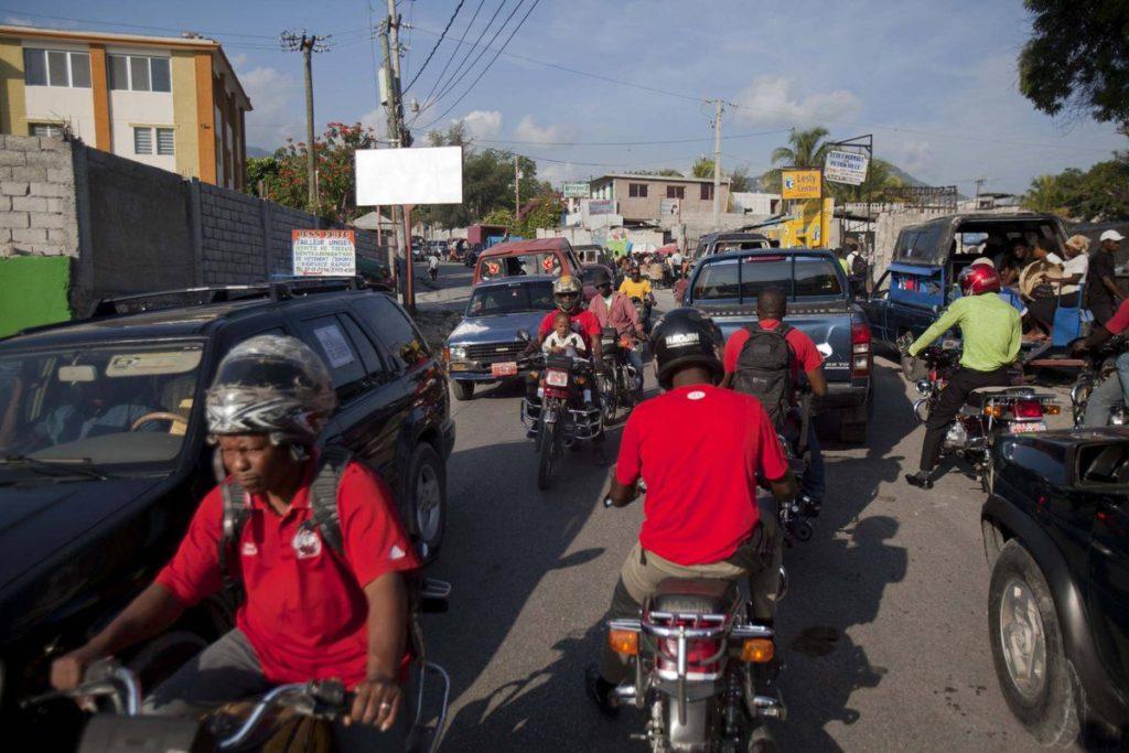 минусы Доминиканы дороги и движение
